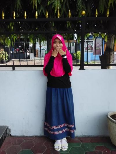 Mahasiswi program studi ilmu keperawatan UNDIP Semarang. Pecinta buku dan film.